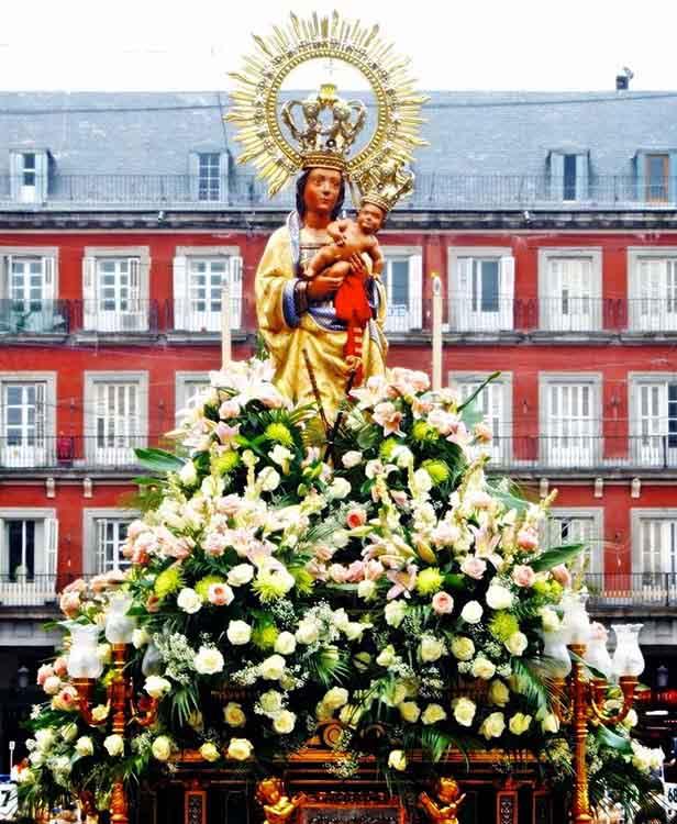 fiesta ALMUDENA Virgen