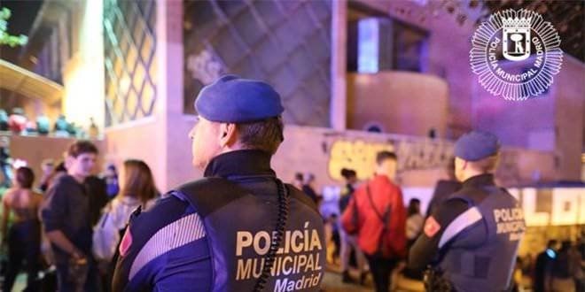 Agentes Tetuán Detenido Fiestas Barrio del Pilar