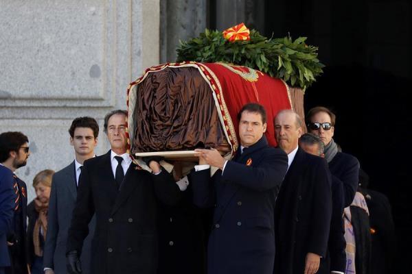 Exhumación franco valle caídos familia féretro