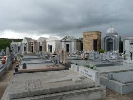Cementerio mingorrubio tumbas