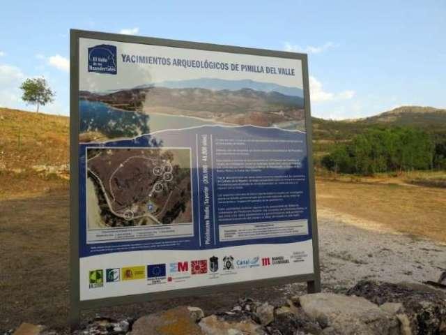valle de los neandertales cartel ok