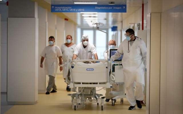 hospital isabel zendal interior camilleros