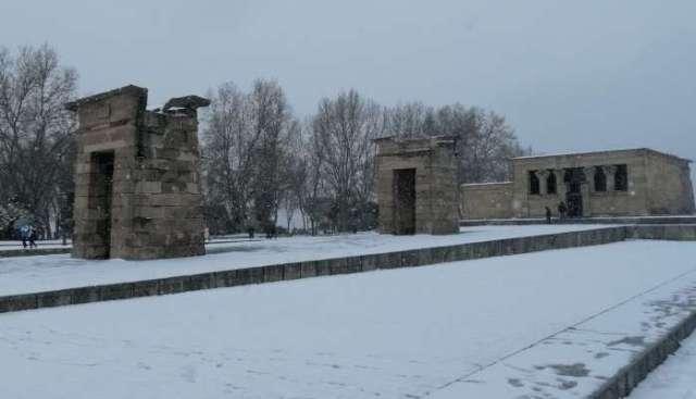 nieve en madrid 2021 templo debod