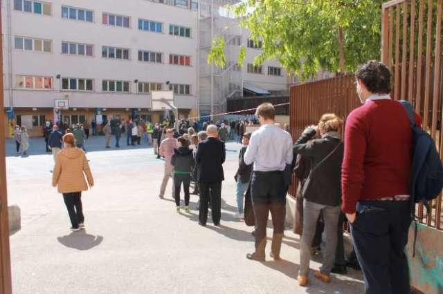 Elecciones 4M jornada electoral colegio ortega y gasset colas