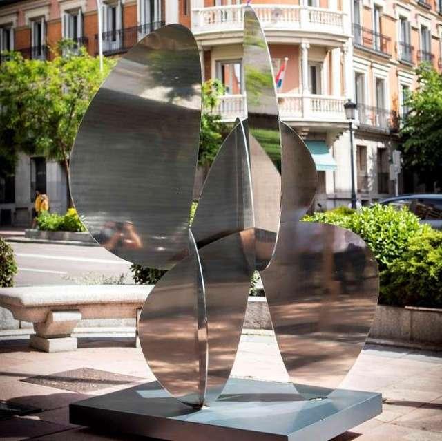 madrid luxury district esculturas barrio salamanca