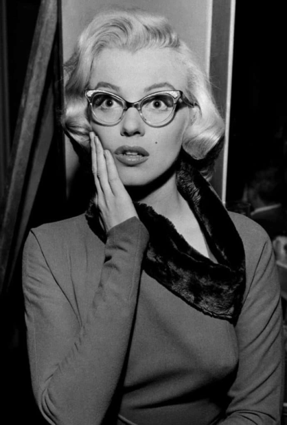 Marilyn Monroe 1950s cat eye glasses