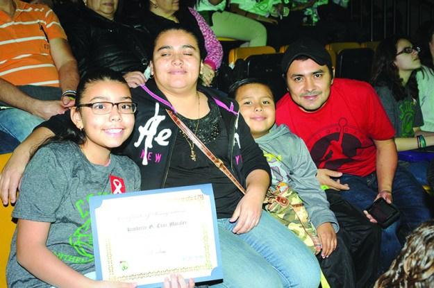 ➥➥ Felicitaciones a Kimberly Cruz, de la Mario Umana Academy en East Boston quien sobresale por su excelente nivel académico.