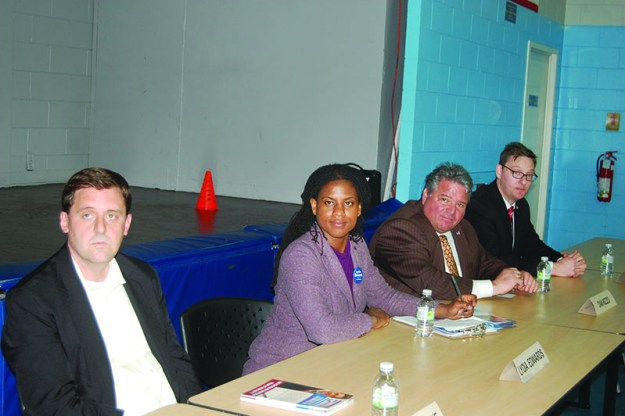 ➥➥ Cuatro de siete candidatos al Senado estatal dijeron presente en foro con comunidad de East Boston. De izquierda a derecha: Jay Livingstone, Lydia Edwards, Dan Rizzo y Paul Rogers.