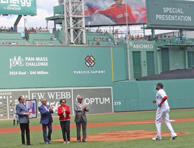 On field ceremony with Big Papi: The presentation of the Latinobaseball.com 2016 Player of the Year and Dominican Day at Fenway Park was sponsored by Dominican Republic Tourism Board.