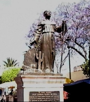 monumento en honor del fraile de Margil,