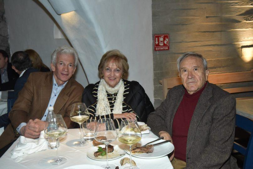 REST NOSTOS, Pie de Foto: Petronas y Cryssa Tasso con Homero Aridjis.