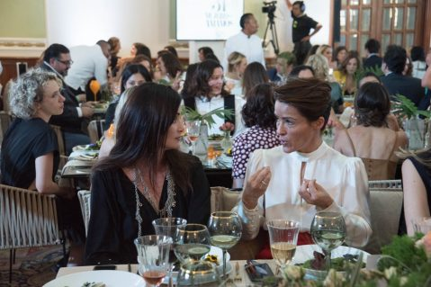 Johanna Faria y Regina Perez.