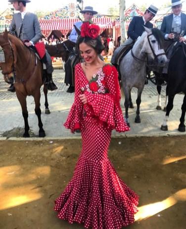 Con un espectacular vestido de la diseñadora Pilar Rubio, Daniela Corvera asistió el año pasado a la feria.