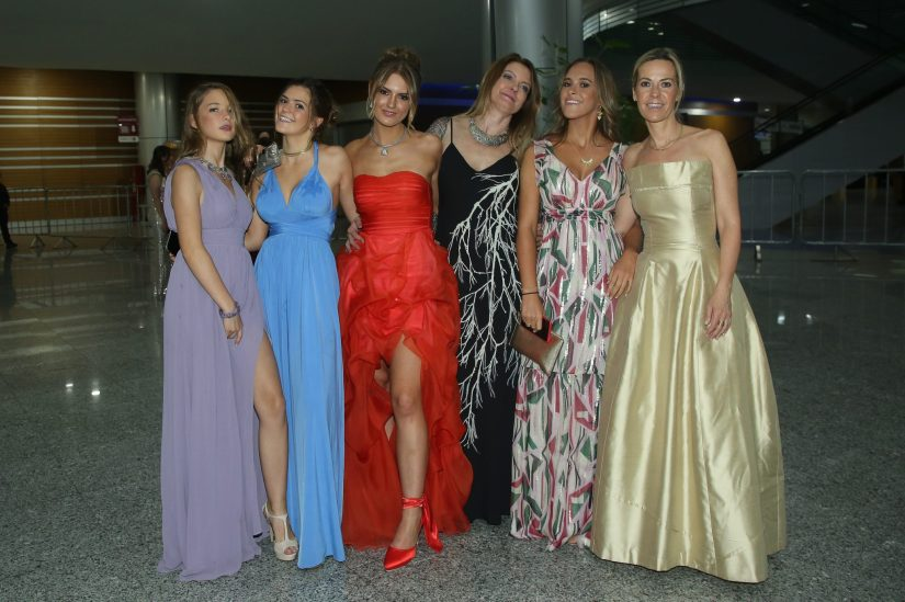 Alaia Ituarte, Aitana Ituarte, Drisana Gómez, Consuelo Ulrich, Ximena Ituarte y Ada Ituarte.