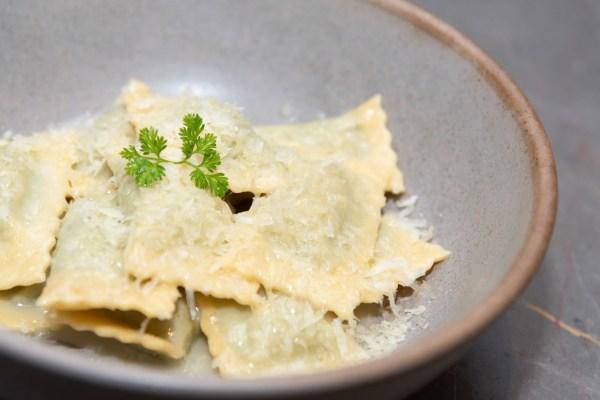 Ravioli di spinacie ricotta Ravioli relleno de espinacas y ricotta