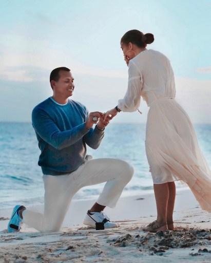 Jennifer-Lopez-Alex-Rodriguez-compromiso