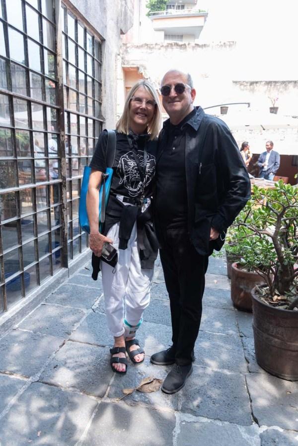 Sara Goororrves y Enrique Norten en la comida por la inauguración de Zona Maco.
