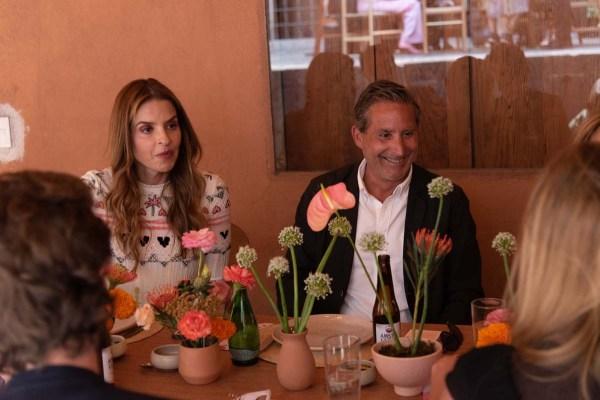 Rossana Lerdo de Tejada y Moises Micha en la comida por la inauguración de Zona Maco.