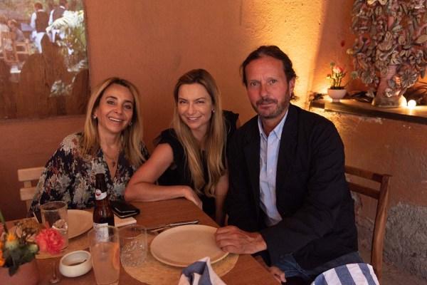 Luisa Serna, Catalina Buchanan y Eduardo Prieto en la comida por la inauguración de Zona Maco.