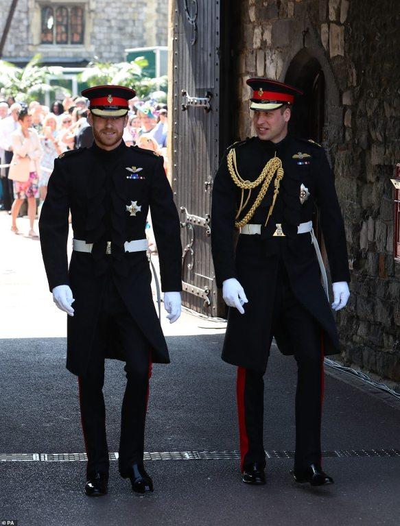 Harry-y-William-en-uniforme