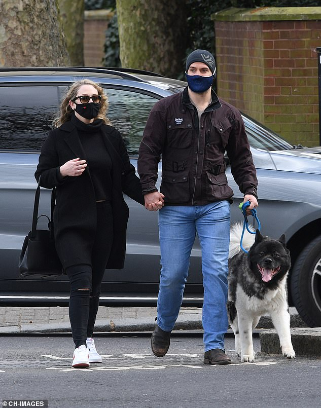 Henry-Cavill-nueva-novia-y-perro