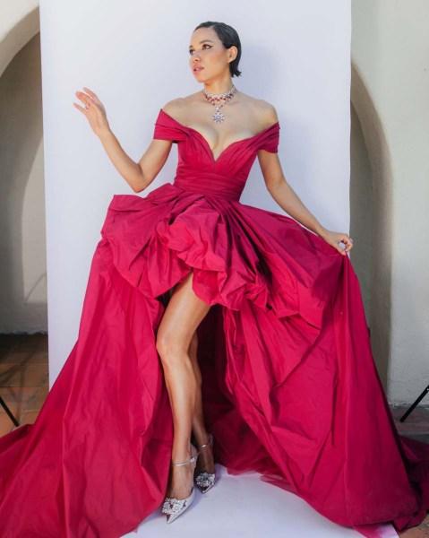Jurnee Smollet eligió un vestido Zuhair Murad y joyas Bvlgari en los SAG Awards 2021.