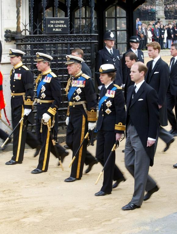 Realeza-británica-en-uniforme