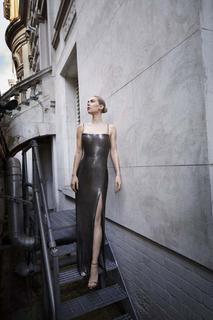 BAFTA 2021: Vanessa Kirbi en un diseño Atelier Versace.