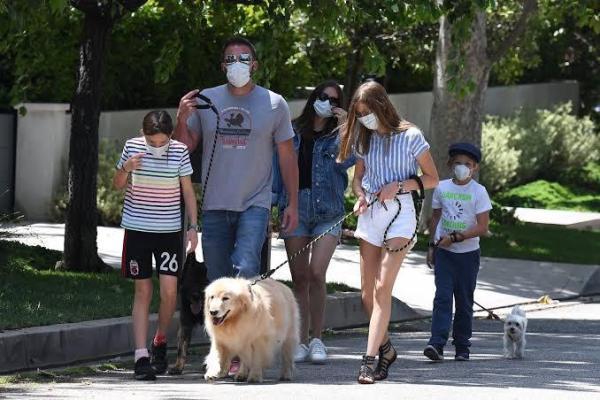 Ana de Armas con Ben Affleck y sus hijos