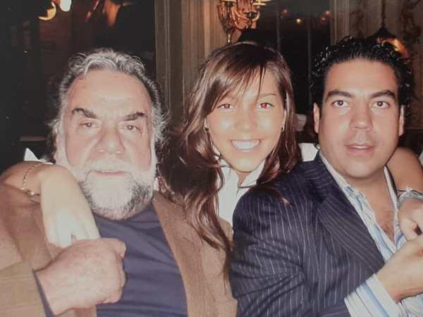 Frida Sofía con su padre y abuelo
