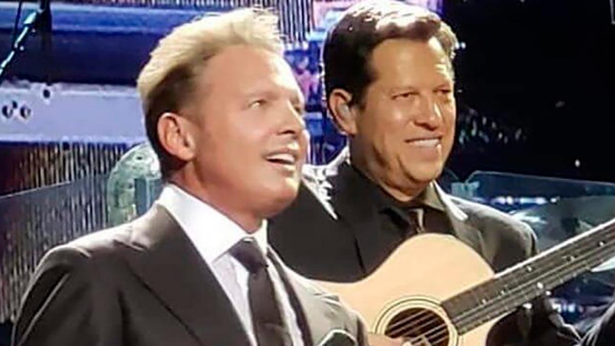 Luis Miguel con Kiko Cibrián en concierto.