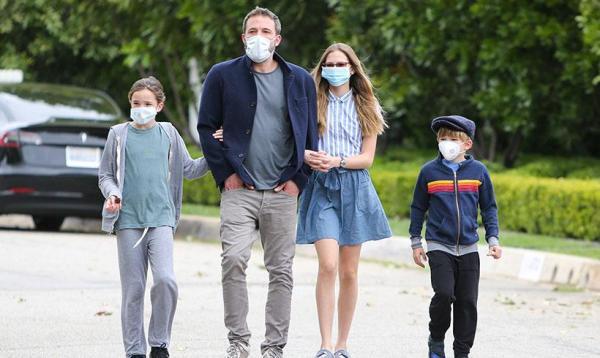 Ben Affleck con sus hijos Violet, Seraphina y Samuel