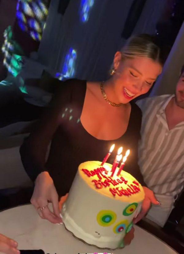 Michelle Salas celebrando su cumpleaños