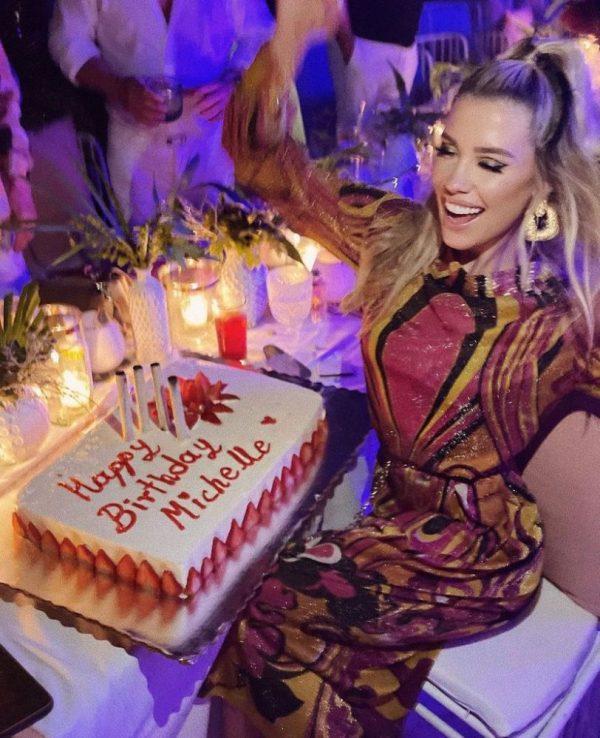 Michelle celebrando su cumpleaños 32
