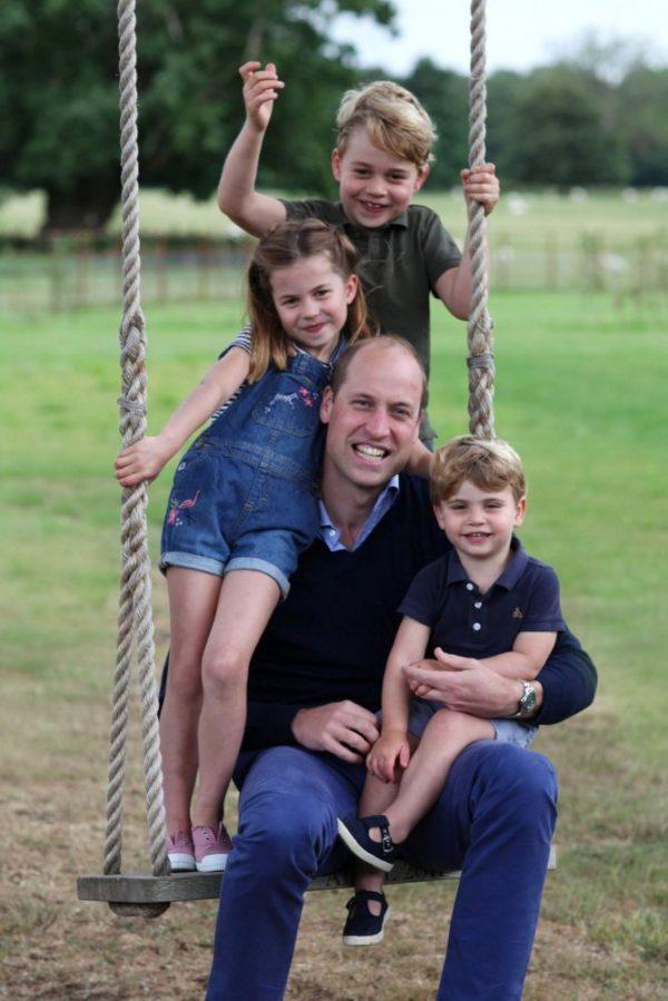 El príncipe William con sus hijos los príncipes George, Charlotte y Louis