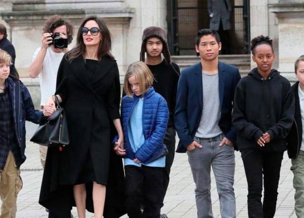 Angelina-Jolie-e-hijos