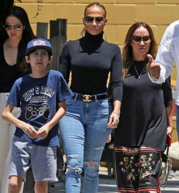 Jennifer Lopez en Los Ángeles con sus hijos