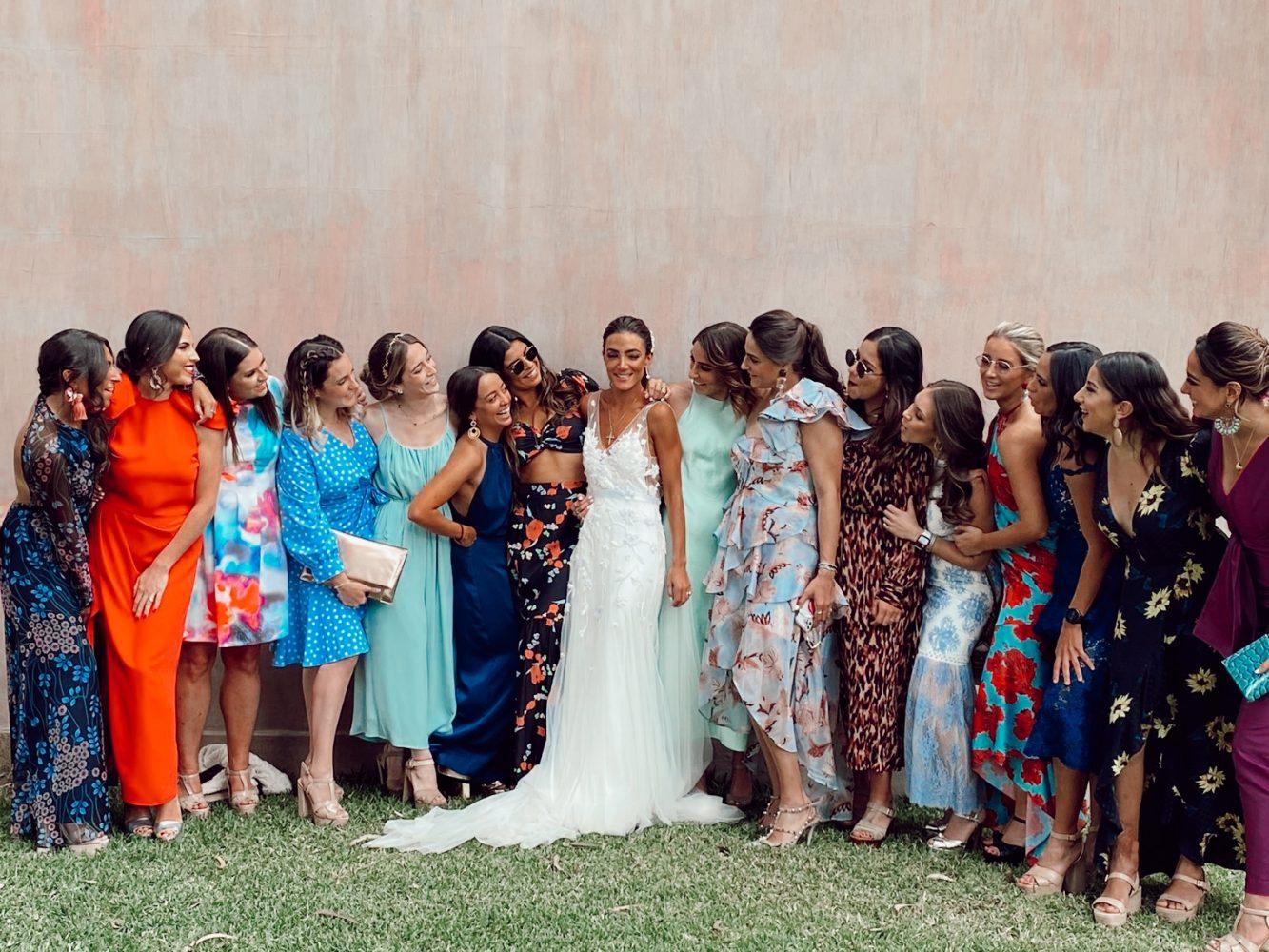 Las amigas felices por la novia
