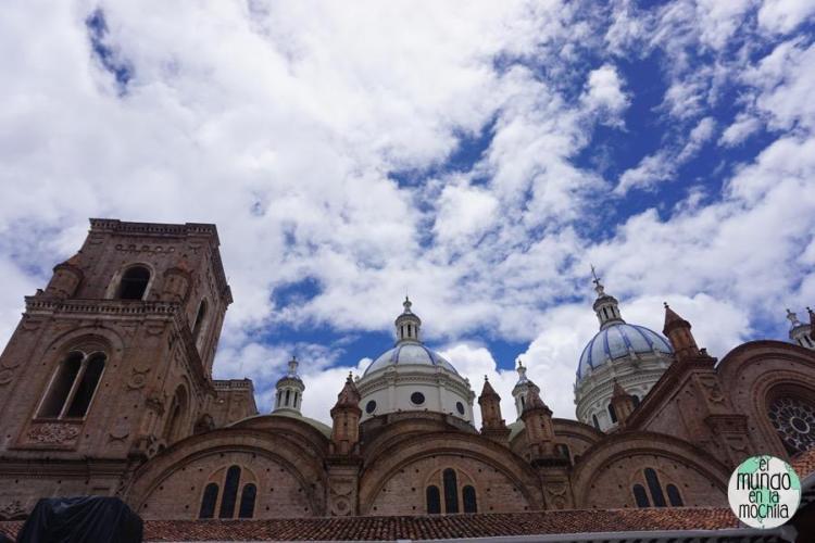 Cúpulas de la nueva catedral de Cuenca en Ecuador