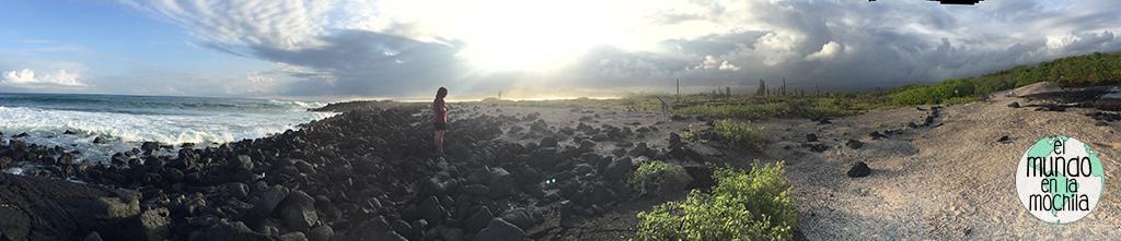Panorámica de la puesta de sol y Peter fotografiando iguanas