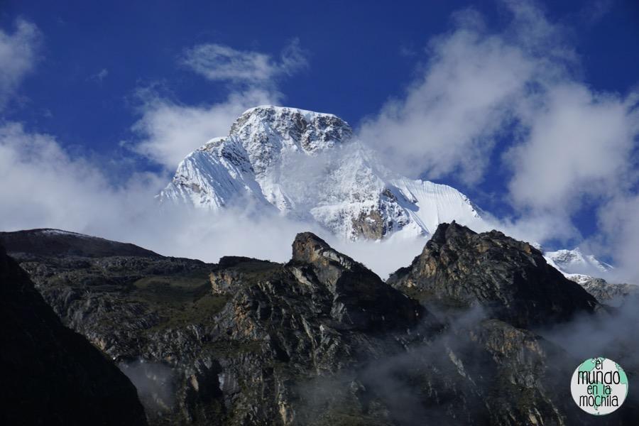 Nevado de 6000 msnm en la Cordillera Blanca (Perú)