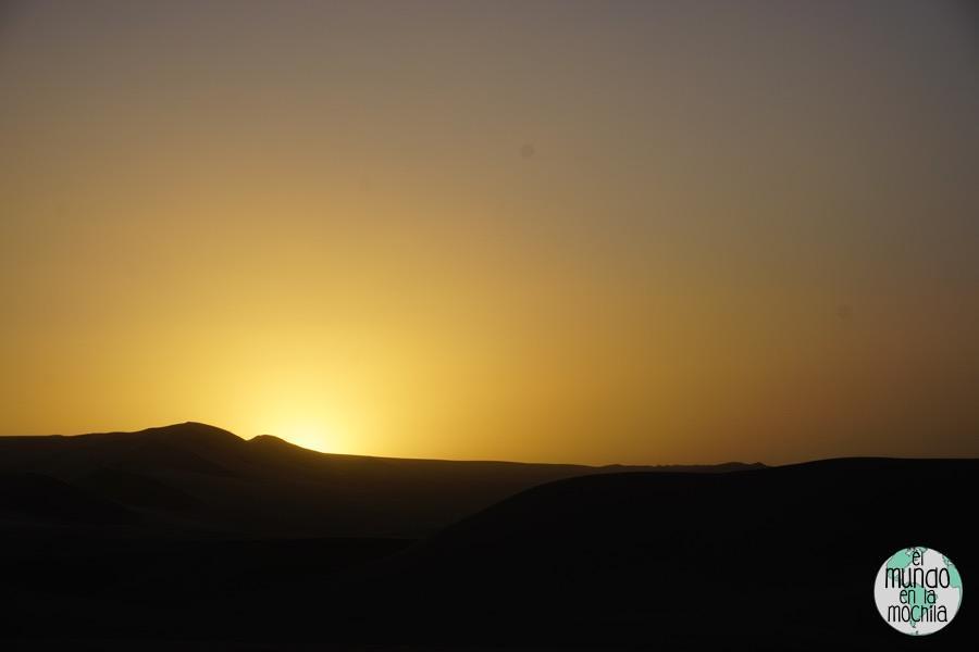 Puesta-sol-sobre-el-desierto-de-huacachina