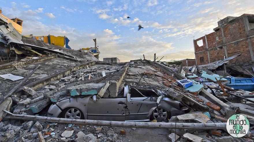Devastación en Manta. Foto de elcomercio.com.pe