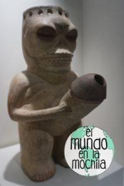 Huaco en forma humana pero con cara de calavera y pene erecto gigante