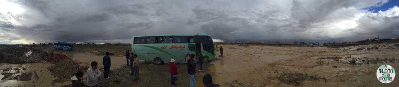 bus_atorado_lluvia