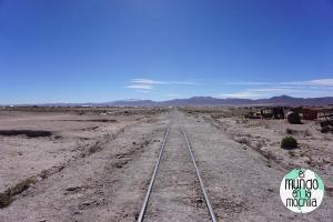 salar-de-uyuni-bolivia-cementerio-trenes-vias