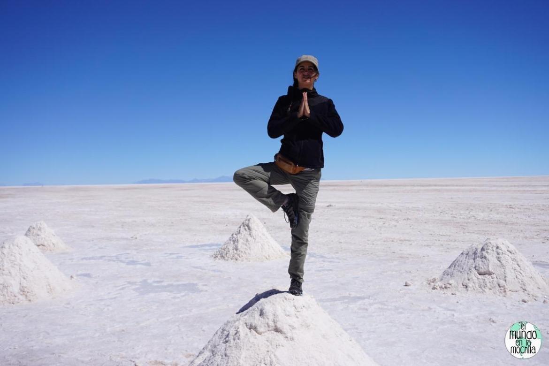 salar de uyuni bolivia gaby pose yoga