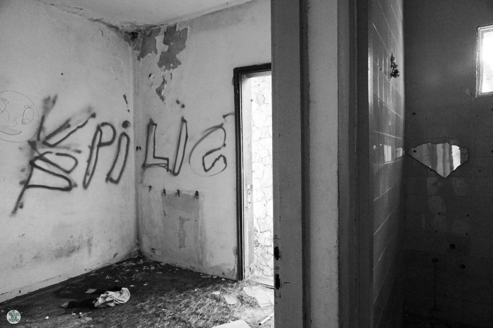 Cuarto en hotel abandonado