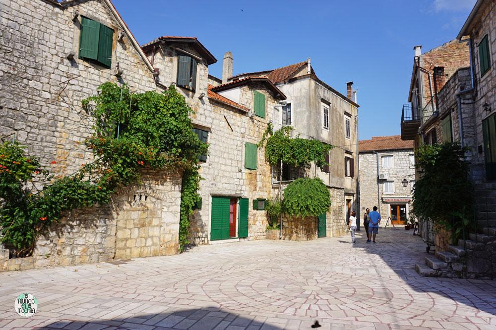 Una de las calles de la preciosa y bien conservada Stari Grad, en Hvar
