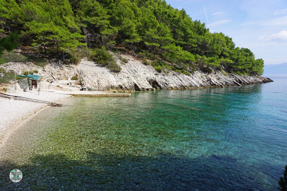 Paradisíaca playa en el este de Hvar donde pasamos el día. El agua es de una transparencia sobrecogedora